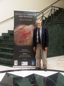 Lawrence Straus at homenaje hosted by the Sociedad de Amigos de las Cueves del Castillo in Puenta viesgo, Cantabria