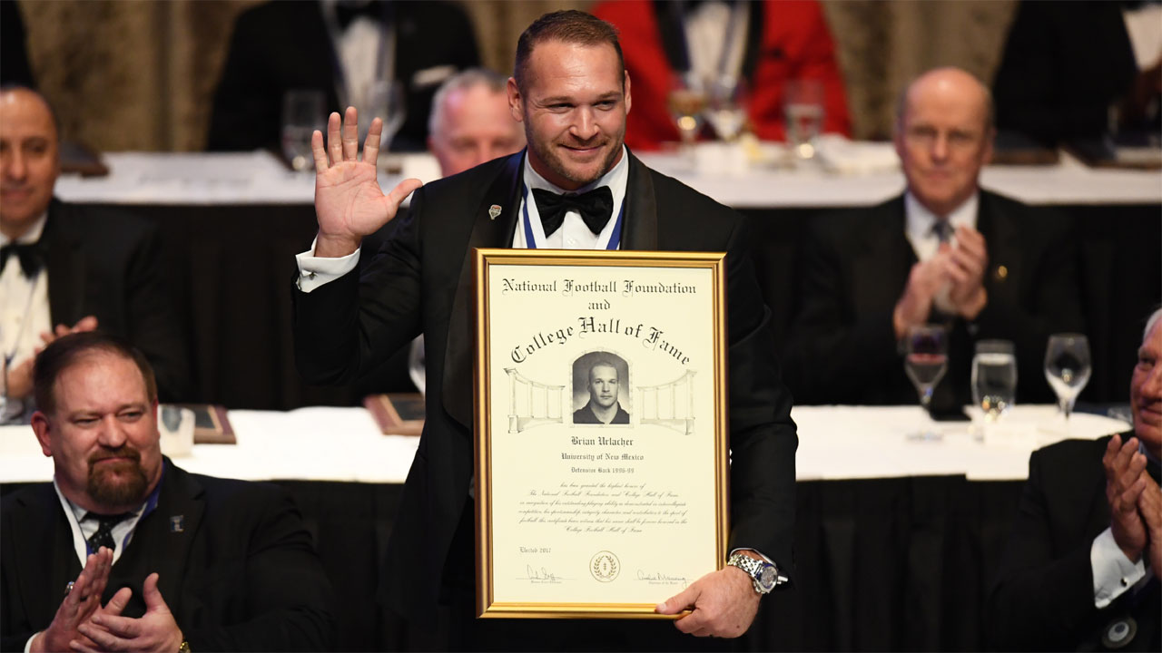 Urlacher officially enshrined into the NFF College Football Hall of Fame