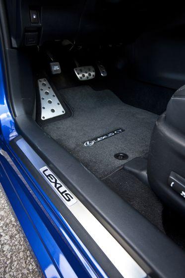 2012 Lexus CT 200h F-Sport 27