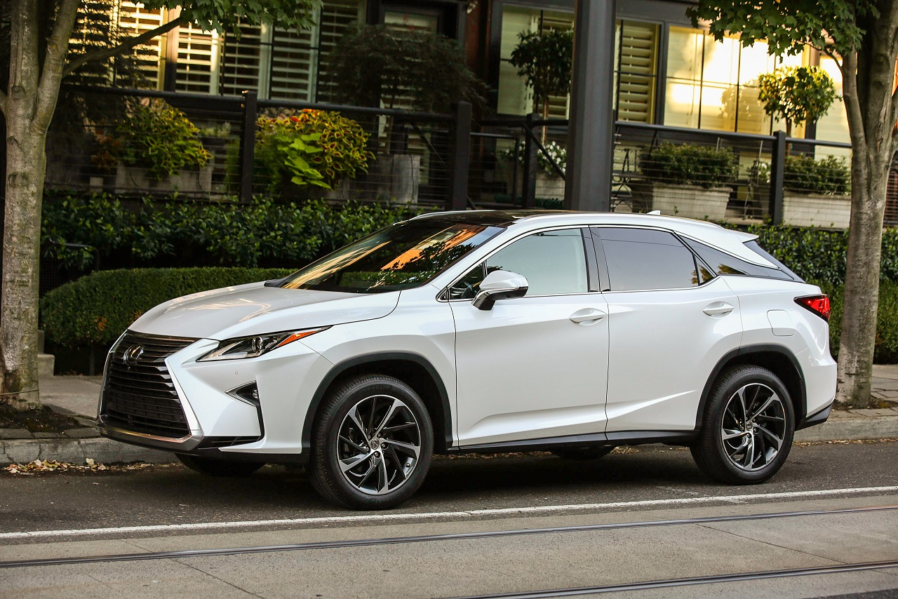 Make a powerful statement: The 2017 Lexus RX 350 and RX 450h