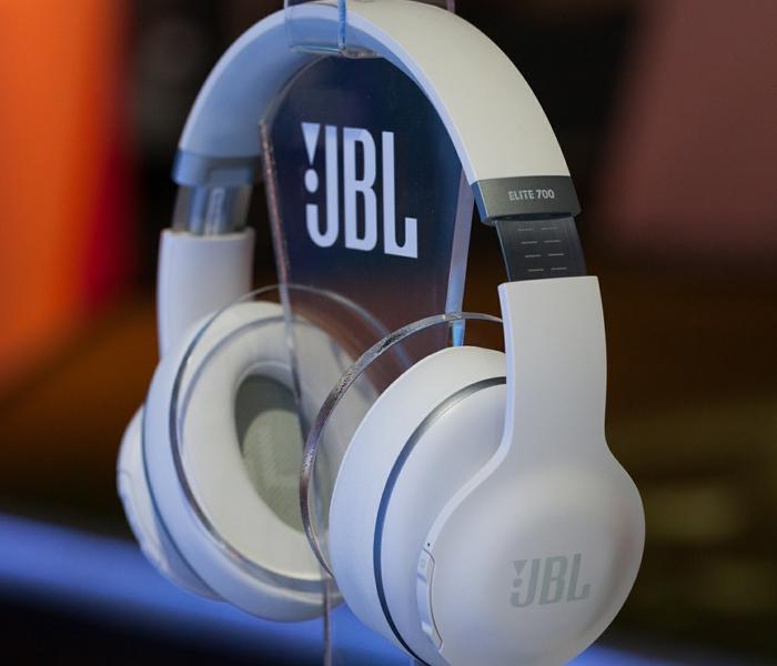 JBL Elite 700