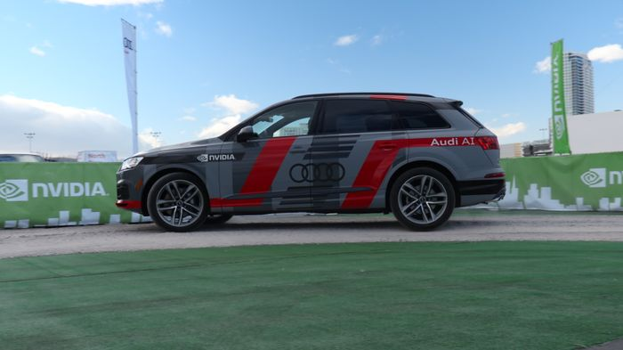 In a self-driving car demo, powered by NVIDIA DRIVE PX 2, CES attendees can ride in the backseat of an Audi Q7 piloted driving concept car, with no one behind the wheel.