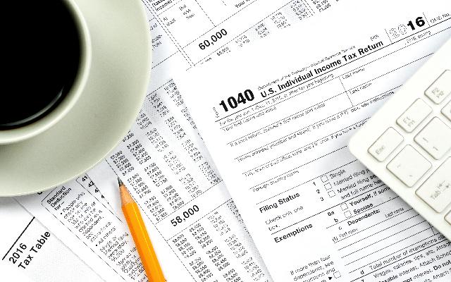 Tax-Return-Forms-640px