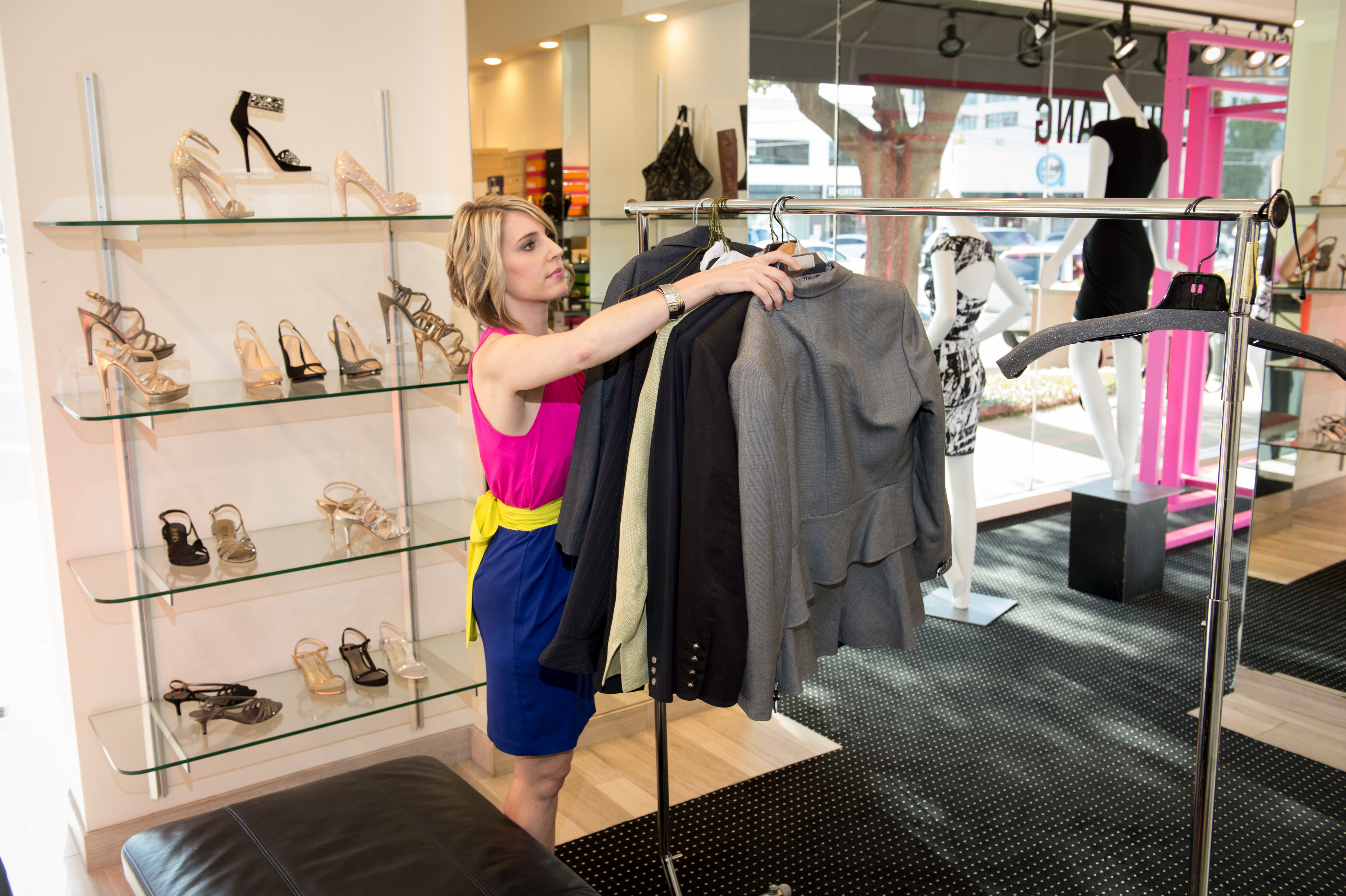 Mary Kay S Suits For Shelters Helps Women In Need With New Outfit