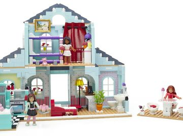 The Mega Bloks American Girl Grace's 2-in-1 Buildable Home, featuring 749 pieces.