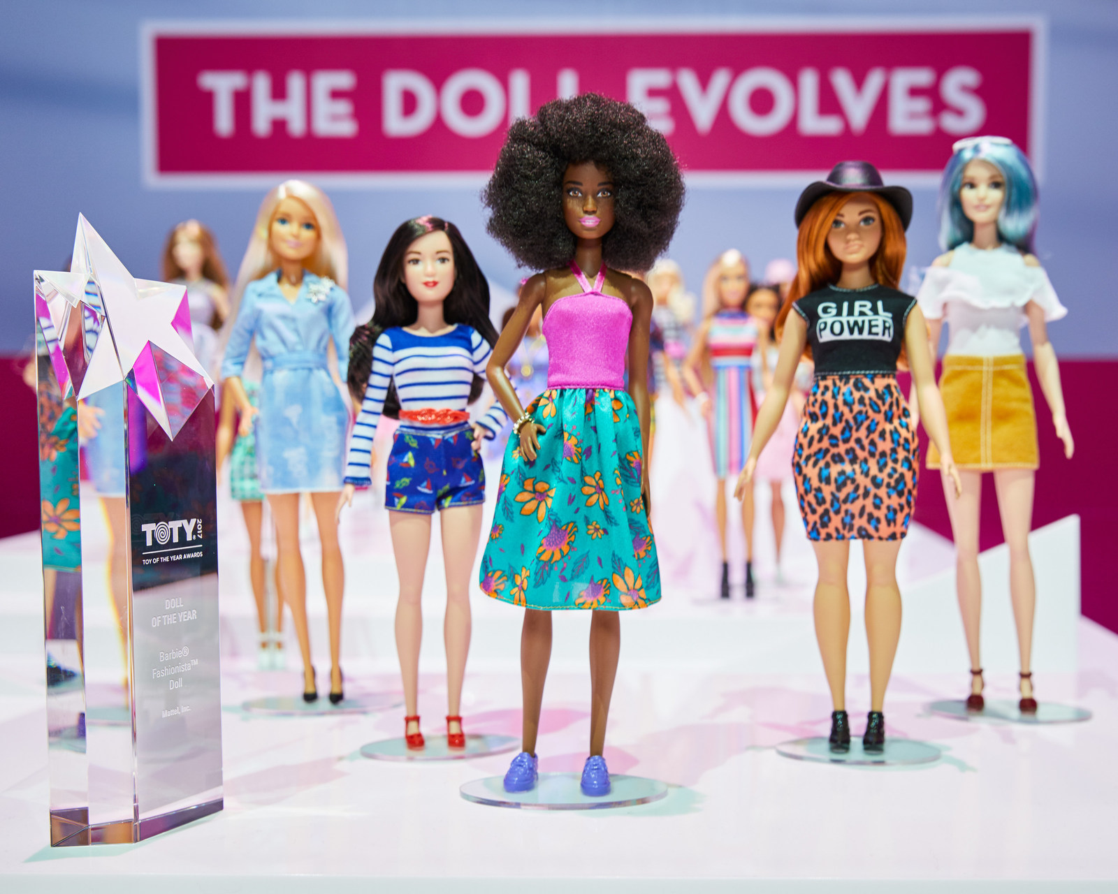 """barbie dating website In the late 1990s, computer technology boomed, and in 1996, mattel launched wwwbarbiecom, the official barbie website in 1998, """"my design"""" was introduced on the site, allowing girls and."""