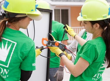 Volunteers Help Bring Solar to Low-Income Homeowners