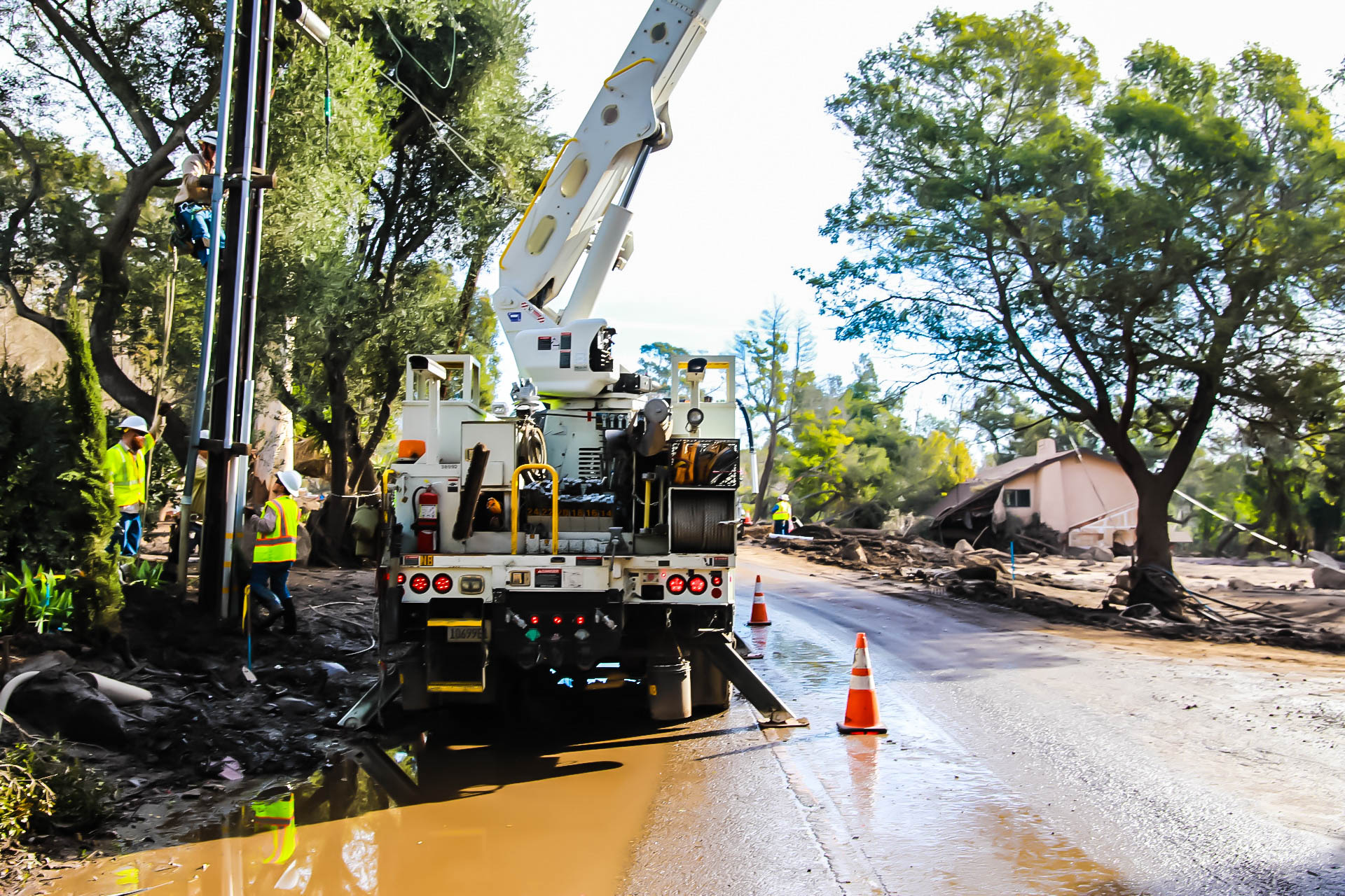 SCE crews make repairs in Montecito