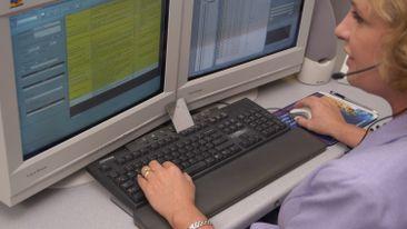 Duke-Energy-Call-Center-Employee-01