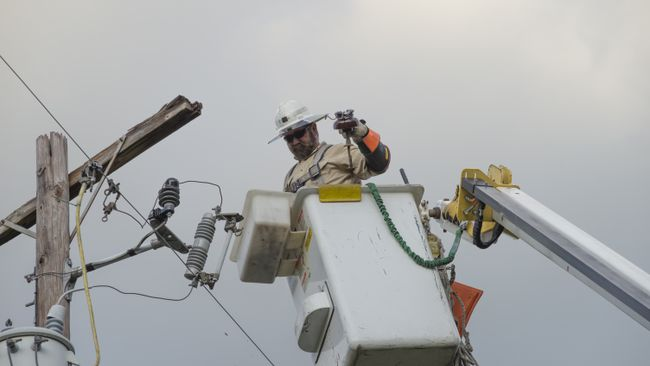 Duke Energy Florida crews restore nearly 300,000 customers; aim for full restoration tonight