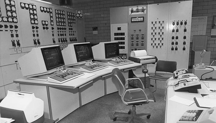 20170615Allen60_controlroom_700