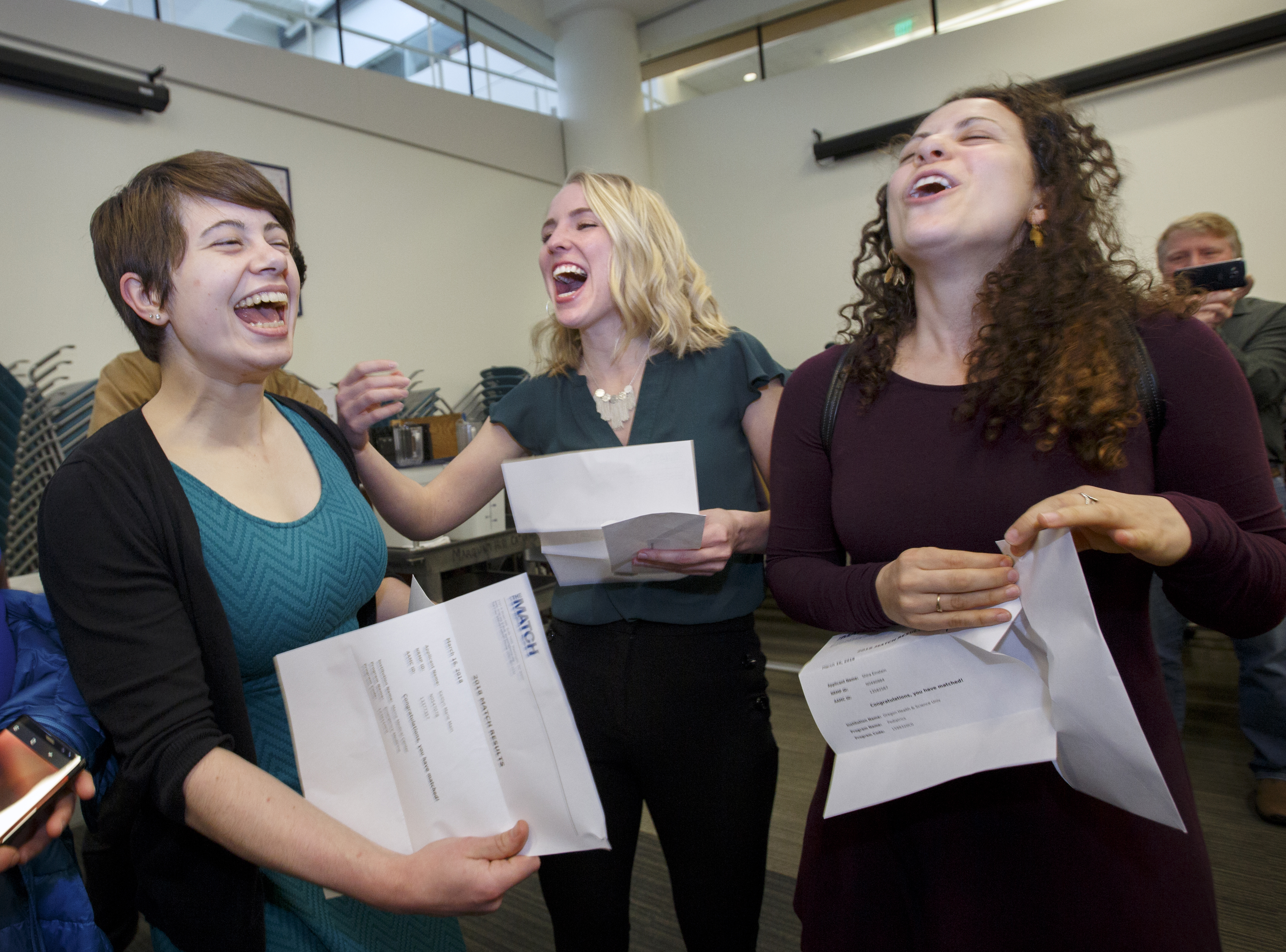 OHSU M D  class of 2018 celebrates 100 percent match amid