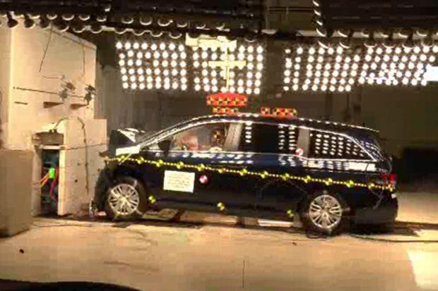 2015 Honda Odyssey crash test