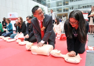 Dr. Alson Inaba demonstrates Hands-Only CPR